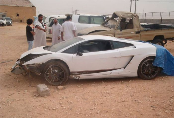 Wrecked Supercars (43 pics)