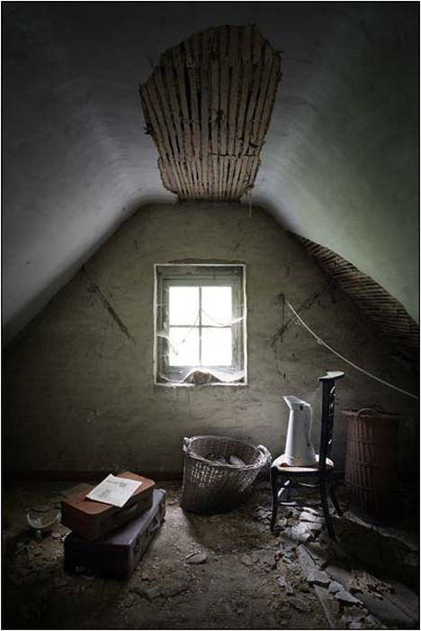 Abandoned House (24 pics)