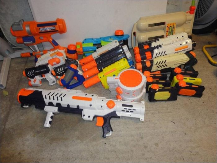 There Are So Many Guns in This Place (10 pics)