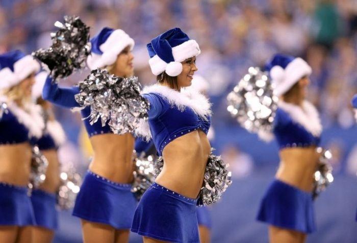 Christmas Cheerleaders (20 pics)