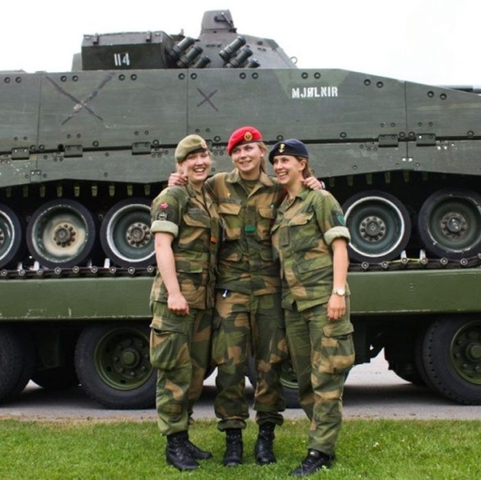 Girls in Uniform (60 pics)