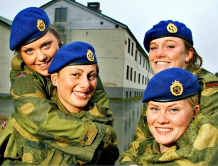 Girls in Uniform (60 pics)