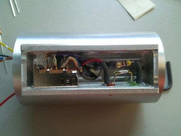 DIY Lightsaber (25 pics)
