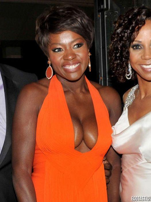 Celebrity Cleavage Photos of 2012 (104 pics)