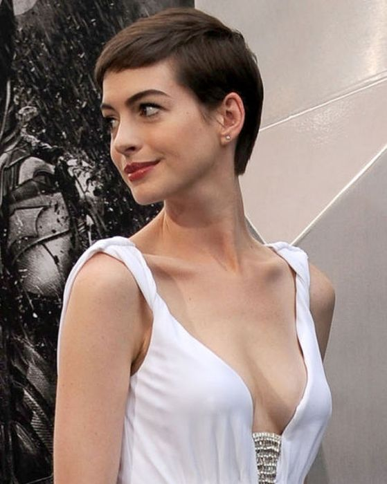 Celebrity Cleavage Photos of 2012 (104 pics)
