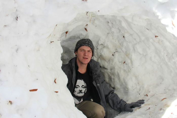 Snow House (4 pics)