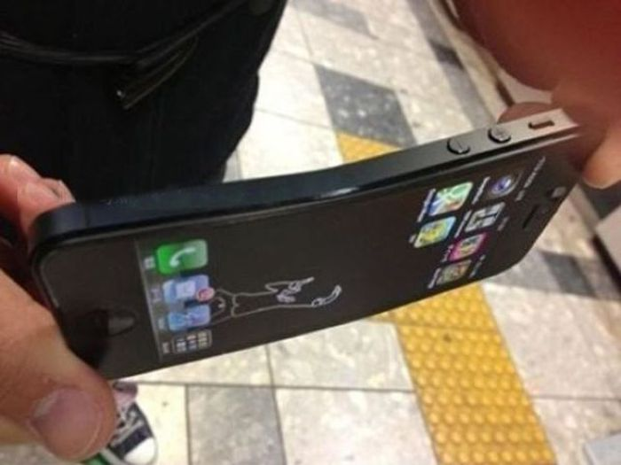 iPhone 5 Can Bent (8 pics)