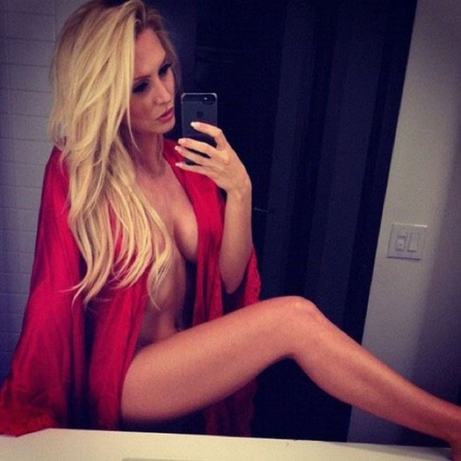 Girls Wearing Clothes in a Very Sexy Way (30 pics)
