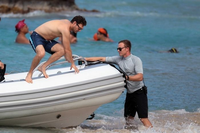Ryan Seacrest Fell Off A Boat (4 pics)
