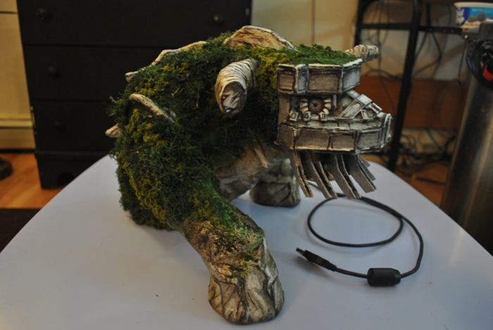 Shadow of the Colossus External Hard drive (20 pics)