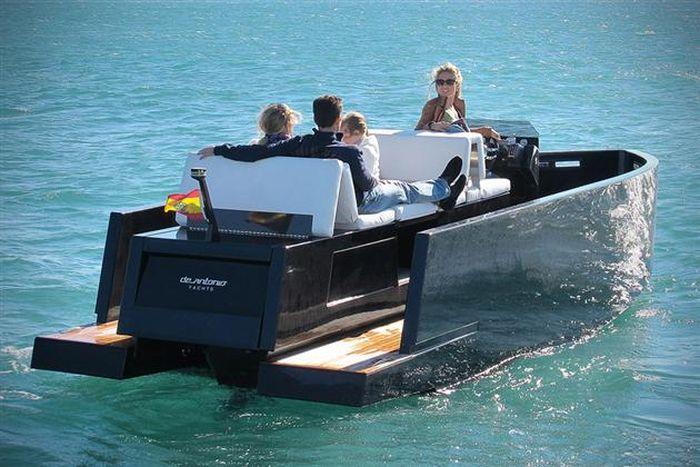 The Mini Yacht De Antonio D23 (14 pics)