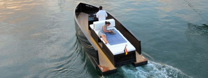 The Mini Yacht De Antonio D23 (14 pics)