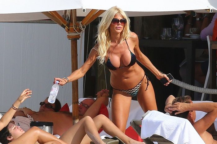 Victoria Silvstedt Bikini Pictures (15 pics)
