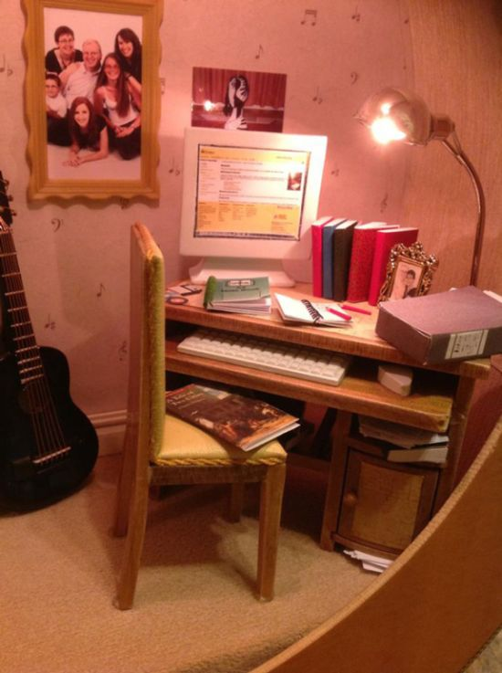 Dollhouse Built Inside of a Guitar (3 pics)