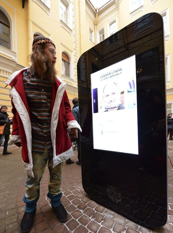 iPhone 5 Shaped Steve Jobs Memorial (7 pics)
