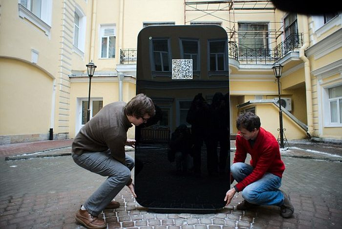 iPhone 5 Shaped Steve Jobs Memorial (7 pics)