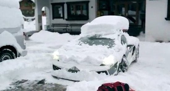 Awesome Snowy Burnout in Lamborghini