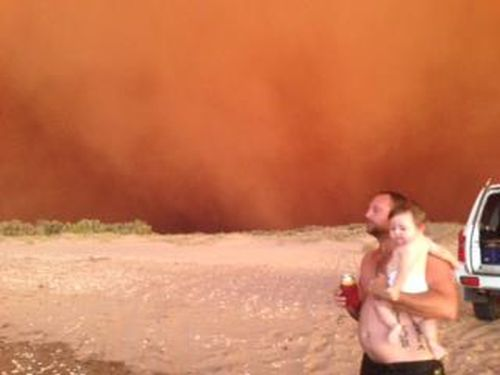 'Red Wave' Dust Storm (10 pics)