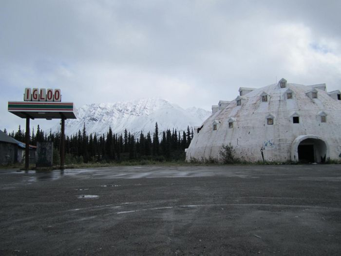 Abandoned Igloo City Hotel (15 pics)