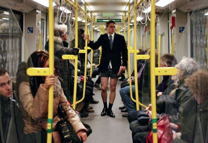 No Pants Subway Ride 2013 (30 pics)