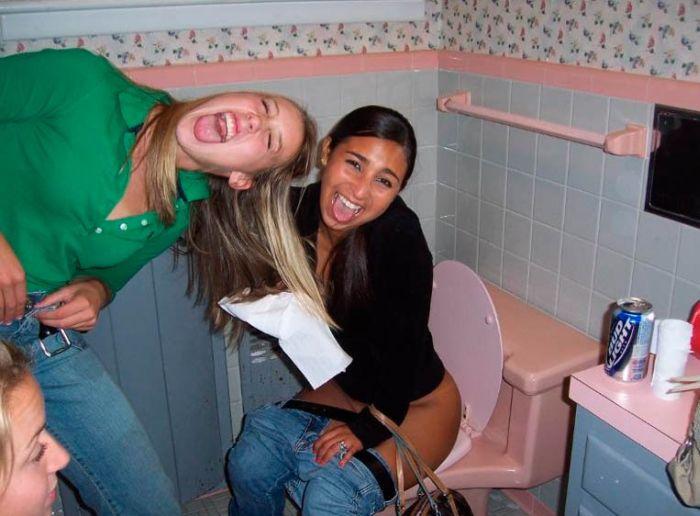 Drunk Girls Love Bathrooms (88 pics)