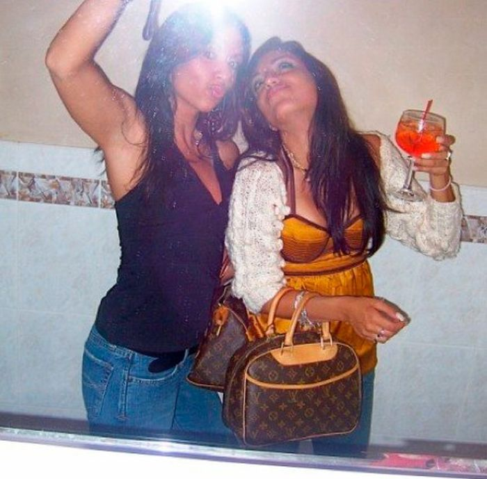 Drunk Girls Love Bathrooms (88 pics)