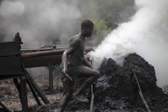 Oil Bunkering In Nigeria (23 pics)