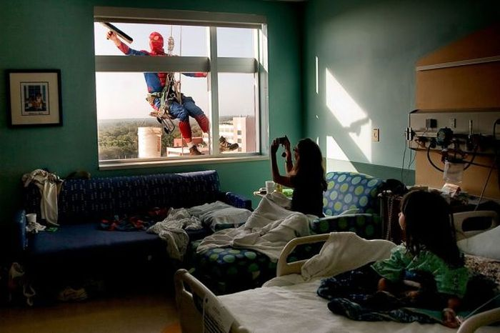 Superheroes Clean Windows (10 pics)