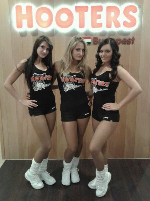 Hooters Girls from Budapest (86 pics)