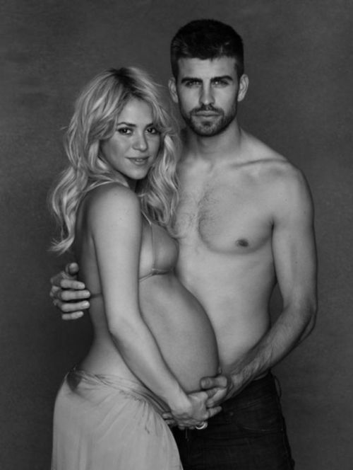 Pregnant Shakira Shows Her Pregnant Belly (10 pics)