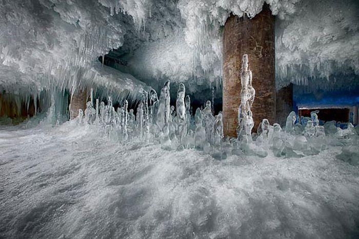 Defrosting a Frozen Building (10 pics)