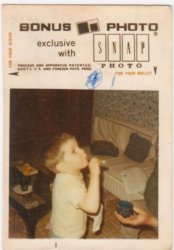 Boy Tries Cigar (4 pics)