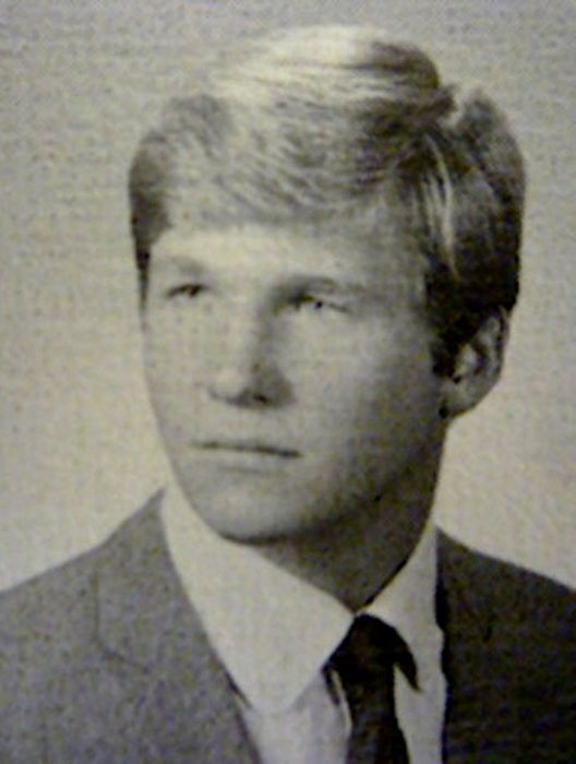 High-School Yearbook Photos of Famous People (63 pics)