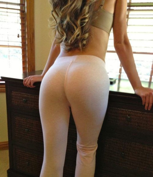 Girls in Yoga Pants (56 pics)