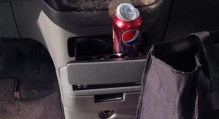 Can of Soda Inside a Frozen Car (3 pics)