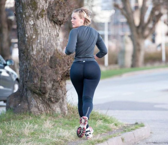 Big Butts in Public Places (42 pics)