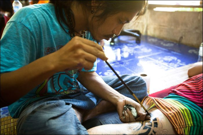 How Bamboo Tattoos Are Made (10 pics)
