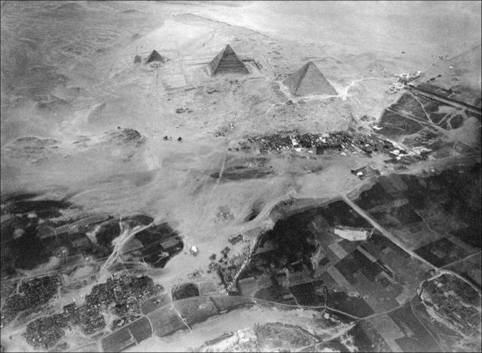 The Egyptian Pyramids from A Different Perspective (3 pics)