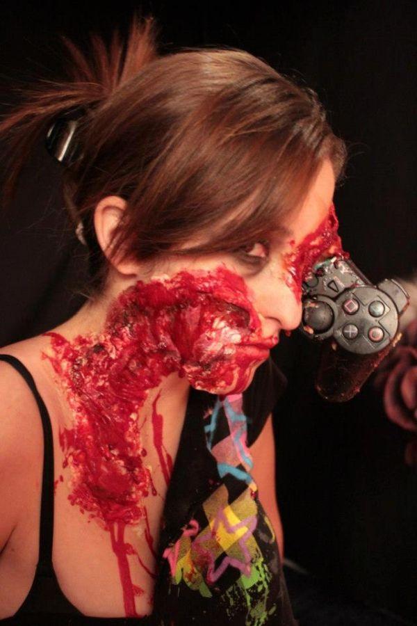 Zombie Gamer Girl (8 pics)