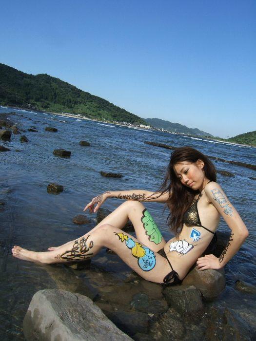 Graffiti Girls (45 pics)