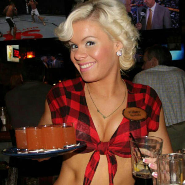 Busty Girls of Twin Peaks Restaurants (42 pics)