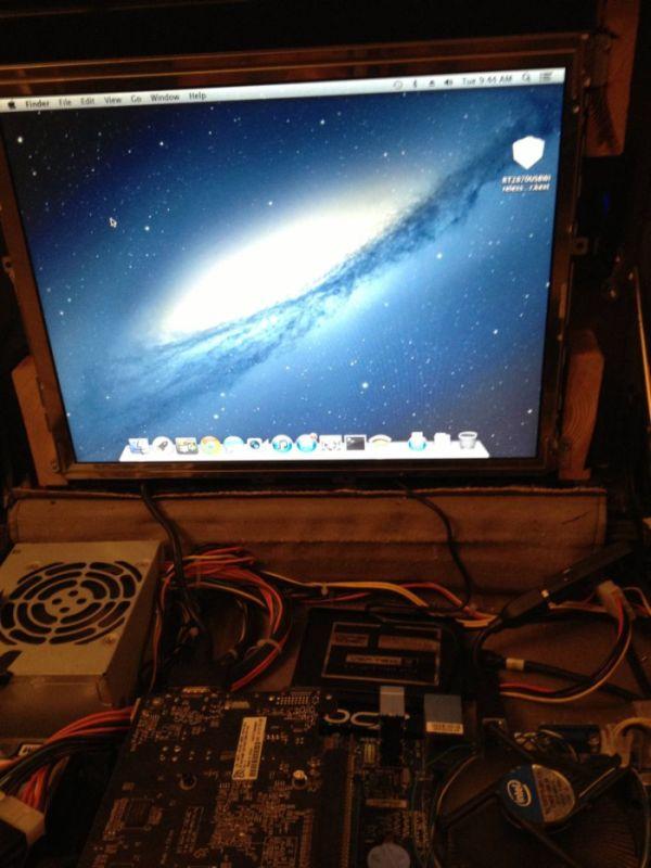Briefcase PC (8 pics)