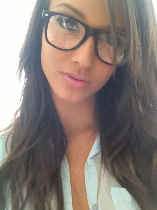 Girls in Glasses (50 pics)