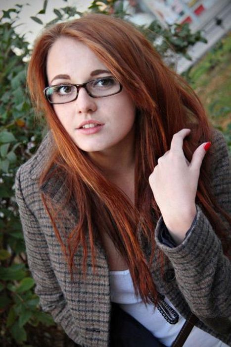 Girls in Glasses (50 pics)