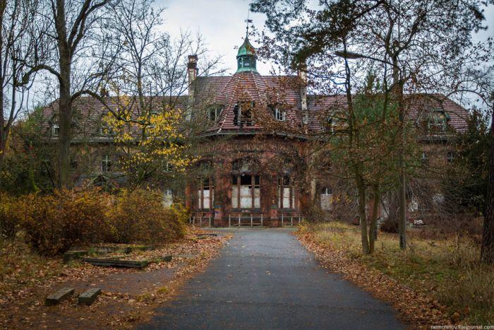 Abandoned Hospital Beelitz Heilstaetten (27 pics)