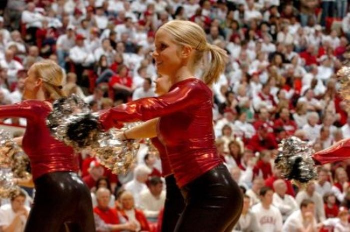Indiana University vs University of Michigan Cheerleaders (70 pics)