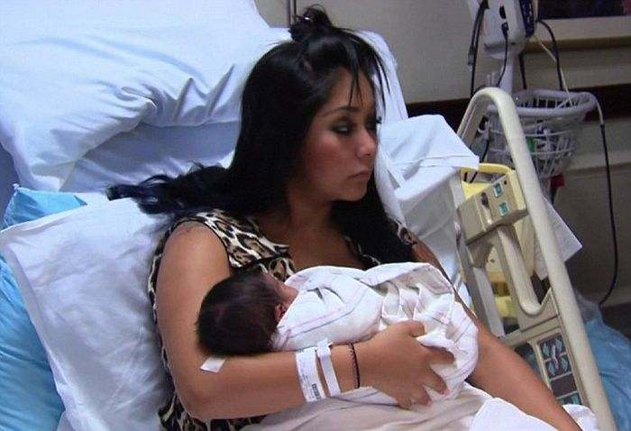 Snooki Gave Birth on Camera (15 pics)