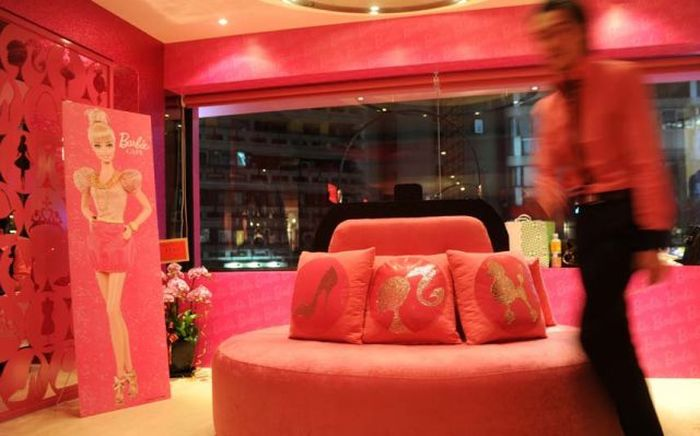 Barbie Cafe (24 pics)
