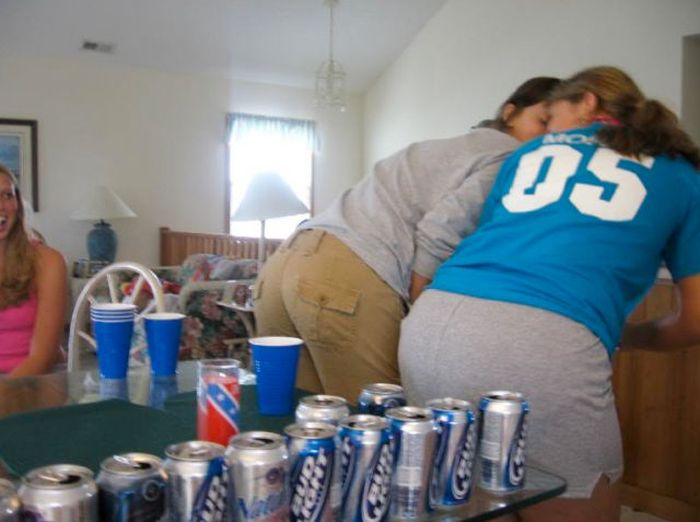 Girls Love Beer Pong (70 pics)