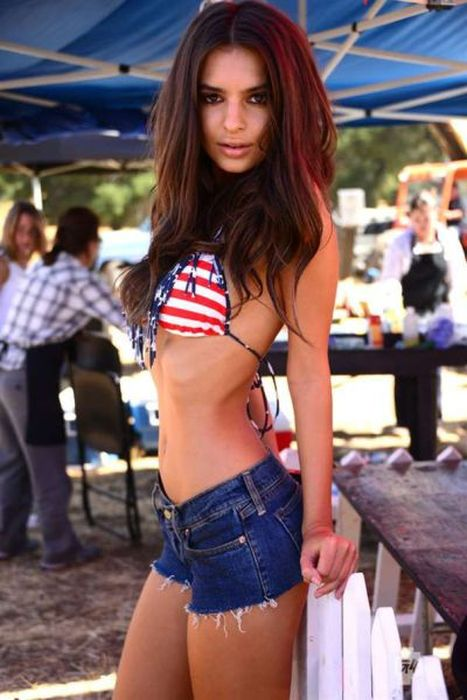 Photos of Emily Ratajkowski (14 pics)